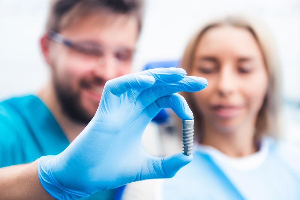 3 cechy, które wyróżniają cykl Curriculum Implantologiczne na tle innych szkoleń i kursów z implantologii?