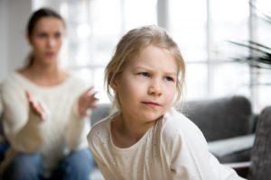 Jak pomóc dziecku przejść przez trudne emocje?