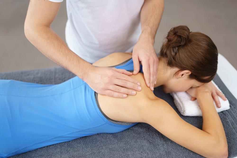 Masaż leczniczy kręgosłupa – przebieg i podstawowe wskazania do jego wykonania