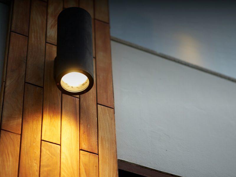 O czym pamiętać, projektując oświetlenie zewnętrzne?